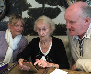 Using a smartphone to keep in touch with family